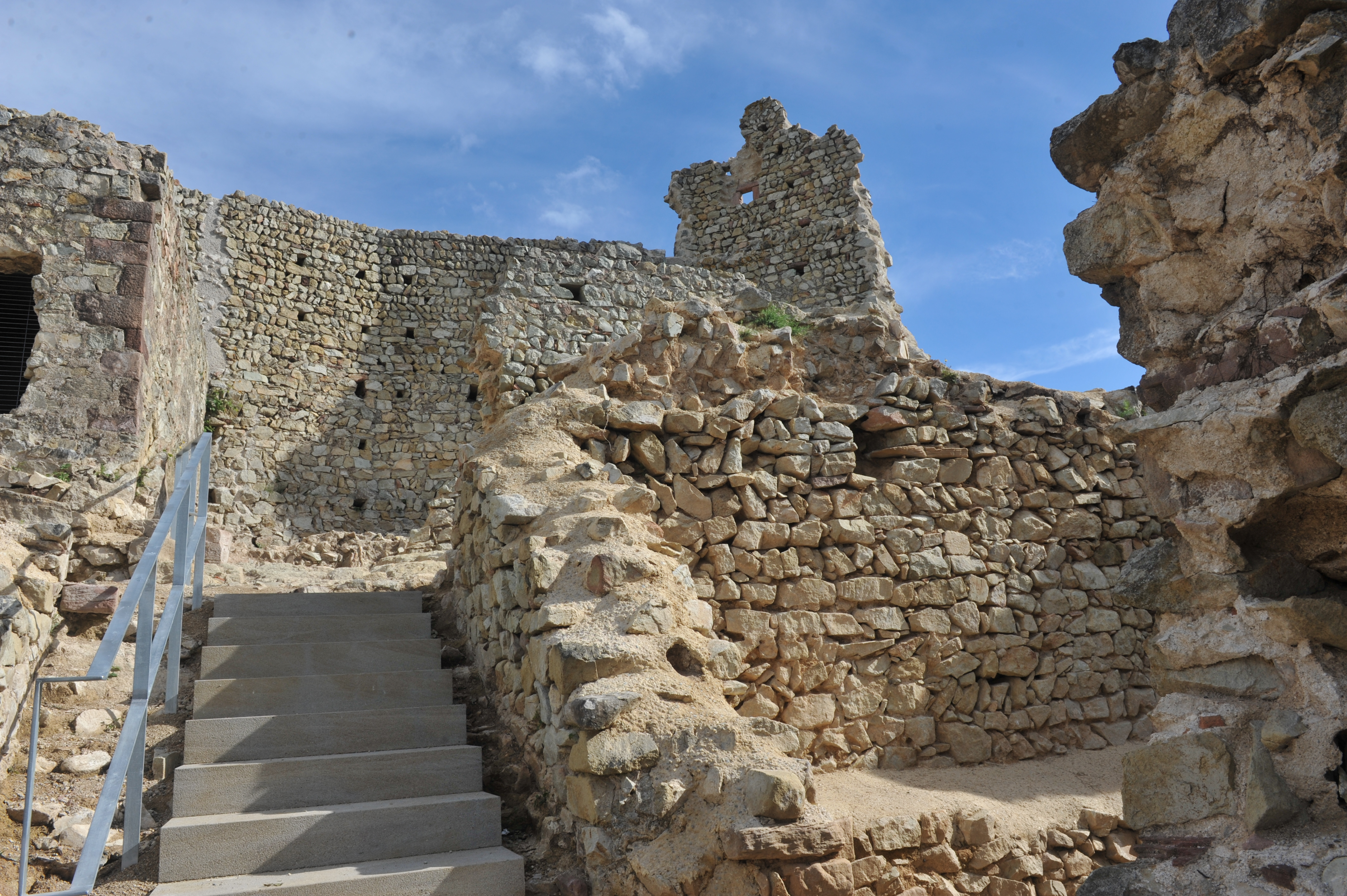 """Resultat d'imatges per a """"castell de Montbui"""""""